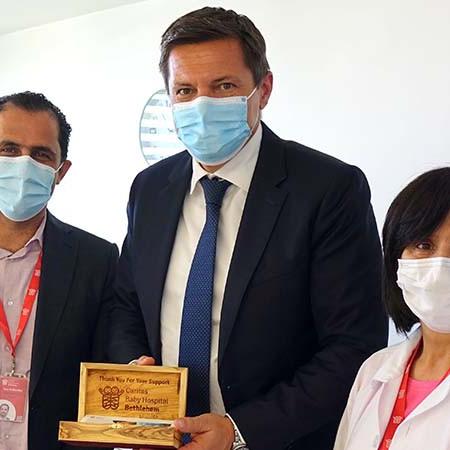 الممثلية السويسرية تزور مستشفى كاريتاس للأطفال
