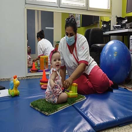 بفضل مستشفى كاريتاس للأطفال، تستطيع إيلا الآن اكتشاف العالم
